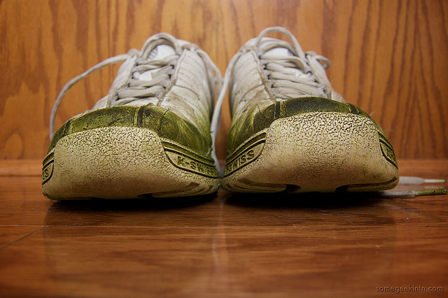 how to remove grass stains from white shoes outside in